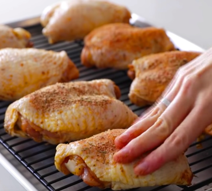 Make crispy oven roasted chicken thighs