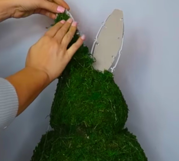 Topiary Easter Bunny sculpture