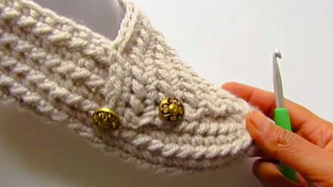 How To Make Crocheted Slippers From A Rectangle | DIY Joy Projects and Crafts Ideas