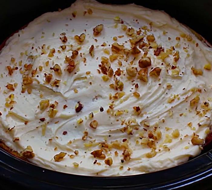 Machen Sie einen Bananen-Nuss-Kuchen im Topf