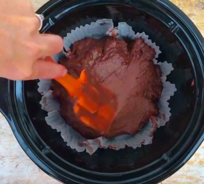 Make a red Slow Cooker red velvet cake n the crockpot