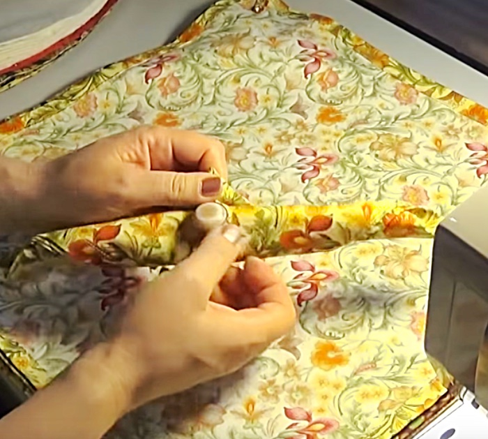 How to make napkins with a perfect easy mitered corner detail