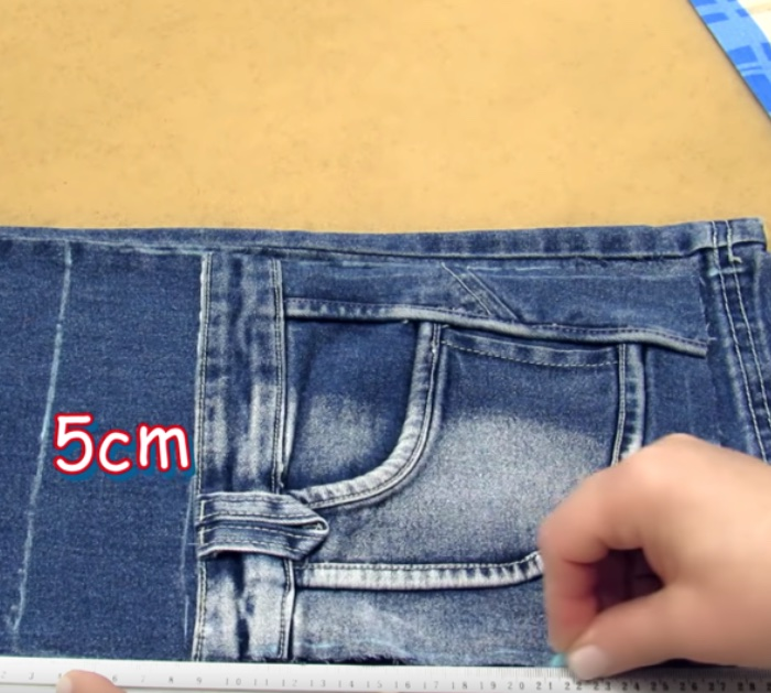 Make a fabulous cheap easy recycled jean crossbody bag