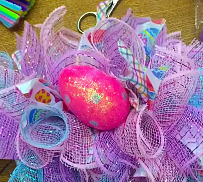 Make a beautiful cheap easy quick Mesh Easter Wreath for the front door of your home.