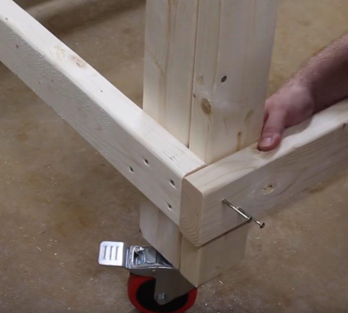 Build quick a one hour mobile workbench with steel wheels