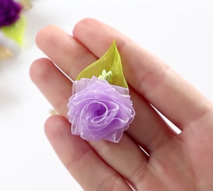Make a DIY One Minute Rose Decoration