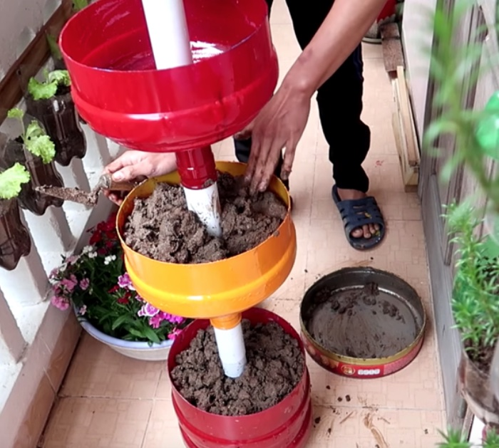 Make a diy plastic tiered planter