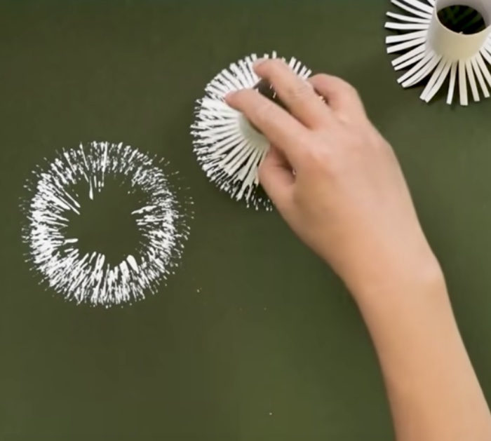 Cheap Crafts - Easy Craft Ideas DIY - Make a dandelion painting with toilet paper rolls