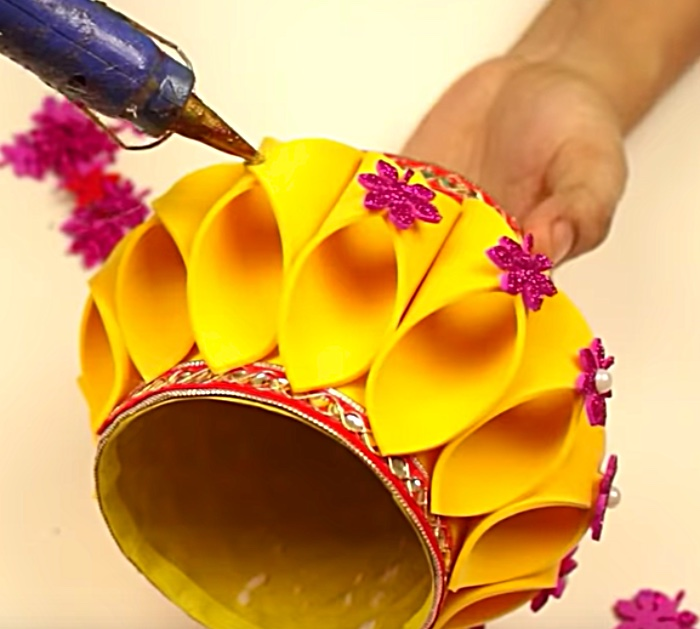 Make an Easter basket with recycled materials
