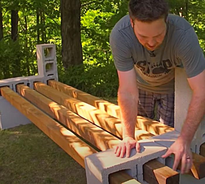 Cinder block bench easy and cheap Backyard furniture DIY