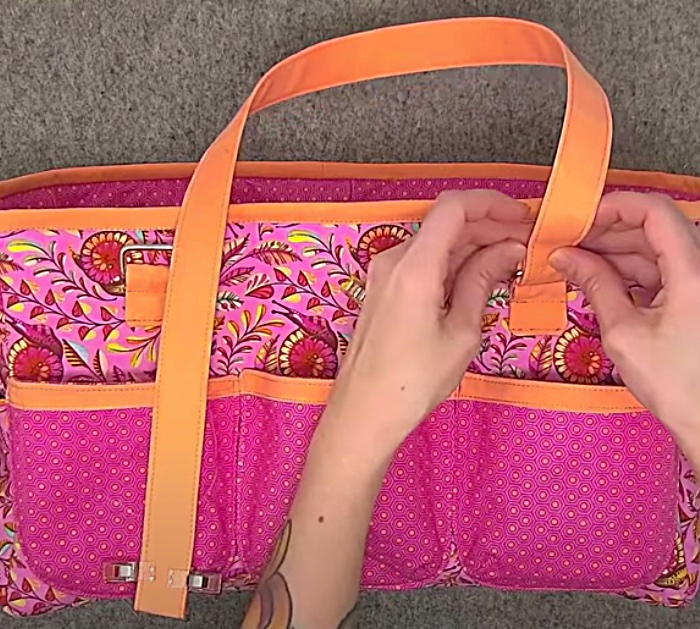 Make a sturdy crafting tote from contrasting fabric