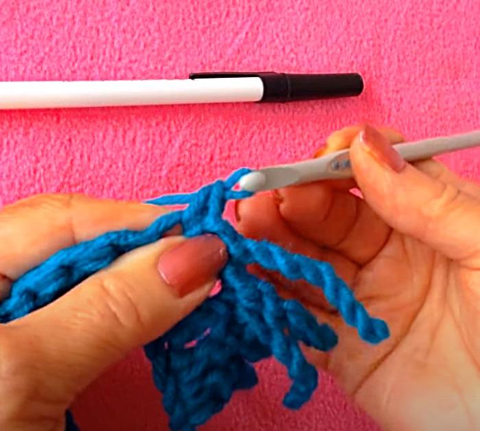 Make a crocheted fringe for a blanket
