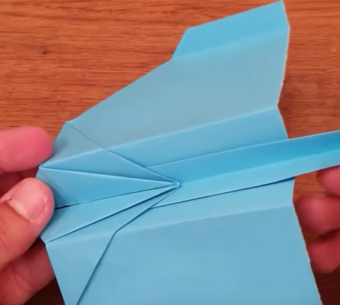Make a paper airplane that really flies out of paper
