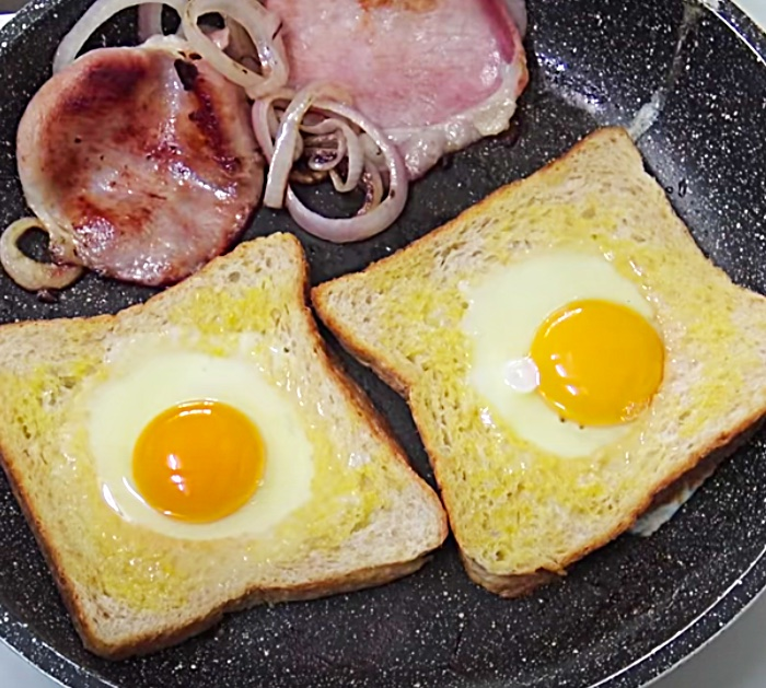 Put eggs in a hole in bread to make a sandwich