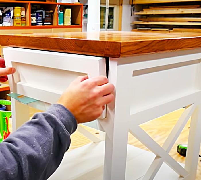 Make a custom dawer for a DIY farmhouse end table