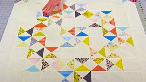 How To Make An Hourglass Quilt Block | DIY Joy Projects and Crafts Ideas
