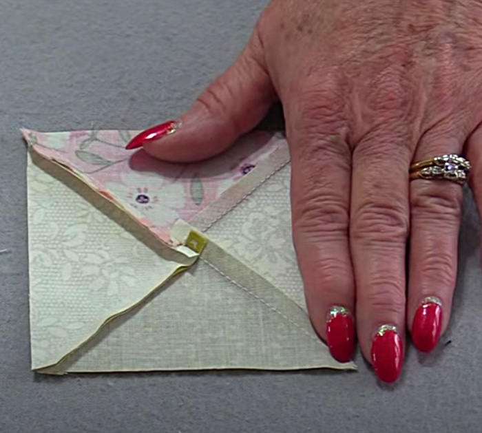 Make a quick easy hourglass quilt block