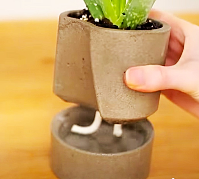 How to make a concrete self watering planter with a rope wick