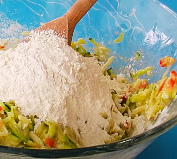 Scratch zucchini muffins in 25 minutes