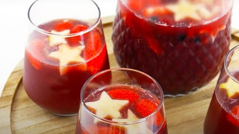 Fourth of July Sangria Recipe | DIY Joy Projects and Crafts Ideas