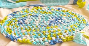 How To Make An Amish Toothbrush Knot Rug