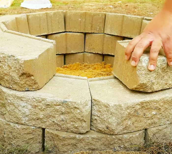 Stack Retaining Wall Stones To Make A DIY Fire Pit