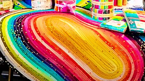 How To Make A Jelly Roll Fabric Strip Rug   DIY Joy Projects and Crafts Ideas