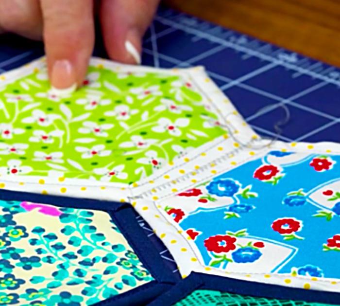 Hexagon quilt using a quilt as you go method