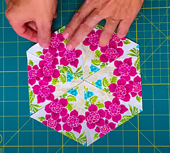 Make A Kaleidoscope Pattern Out Of Triangles With Teresa Down Under