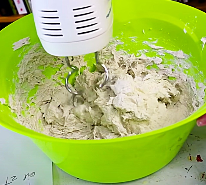 Use An Electric Cake Mixer To Make Paper Mache With Flour And Toilet Paper