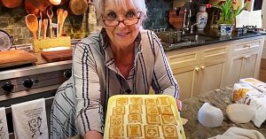 Not Your Mama's Banana Pudding By Paula Deen