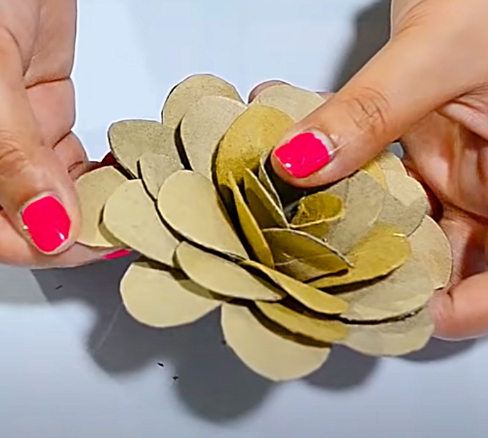 Make Cardboard Flowers With Empty Toilet Rolls