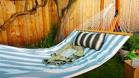 How To Make A Wooden Hammock   DIY Joy Projects and Crafts Ideas