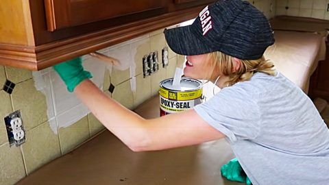 How To Paint Tile With Chalk Paint | DIY Joy Projects and Crafts Ideas