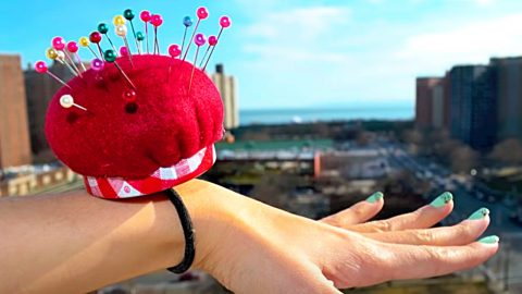 How To Make A Pincushion Bracelet | DIY Joy Projects and Crafts Ideas