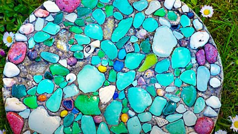 How To Make A Sea Glass Stepping Stone | DIY Joy Projects and Crafts Ideas