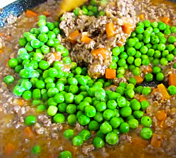 Cook Ground Beef And Peas For Shepherd's Pie