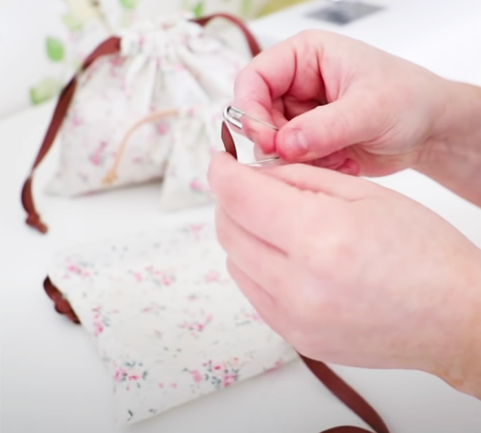 Beginners Sewing: DIY Drawstring Pouches | DIY Sewing