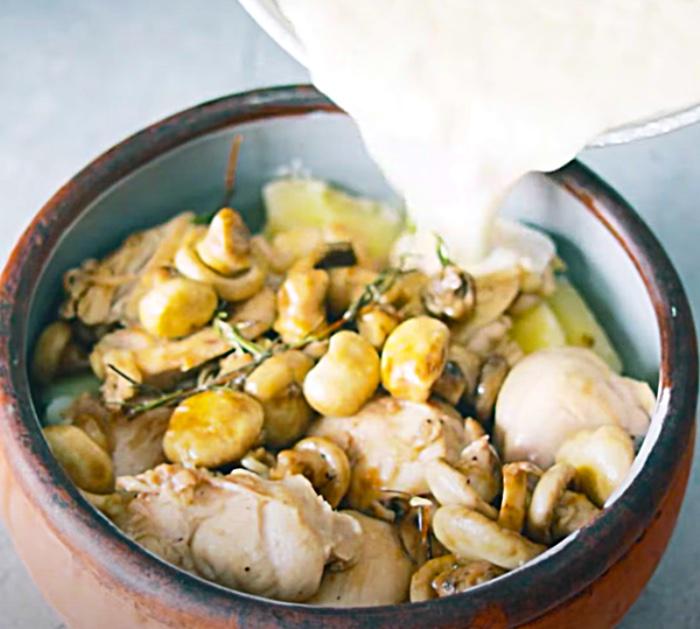 Make A Cream And Cheese Sauce To Make A Casserole - Chicken Ideas - Chicken Recipes