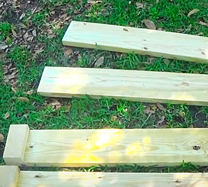 Use Foot Boards And 2 x 4 Chunks To Make A Raised Garden Bed