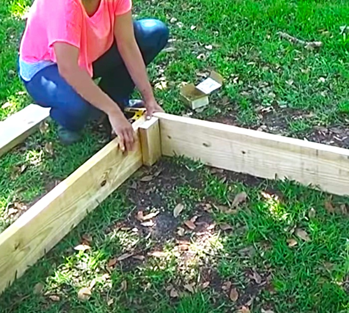 Use Long Wood Screws To Bolt Together A Wooden Raised Garden Bed