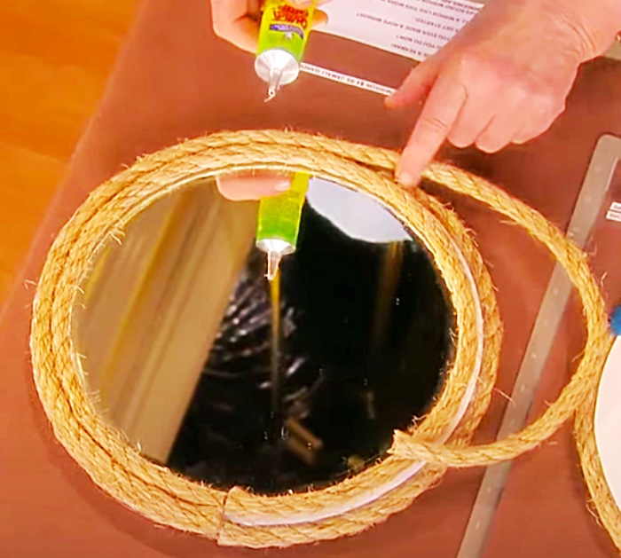 Use Rustic Rope To Make A DIY Hanging Mirror