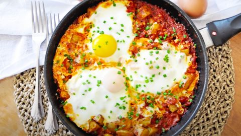 Breakfast Skillet With Roasted Potatoes And Eggs | DIY Joy Projects and Crafts Ideas