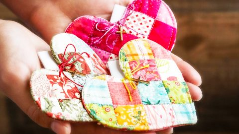 DIY Patchwork Heart Prayer Quilt With Free Pattern | DIY Joy Projects and Crafts Ideas