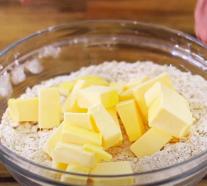 Use Rolled Oats To Make Apple Pie Bars - Crumble Toppings - Fresh Apple Recipes