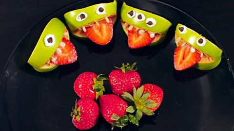 Apple Monster Halloween Snacks Recipe | DIY Joy Projects and Crafts Ideas