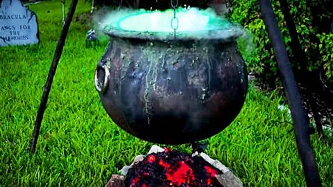 Make A Bubbling Witch's Cauldron For Halloween | DIY Joy Projects and Crafts Ideas
