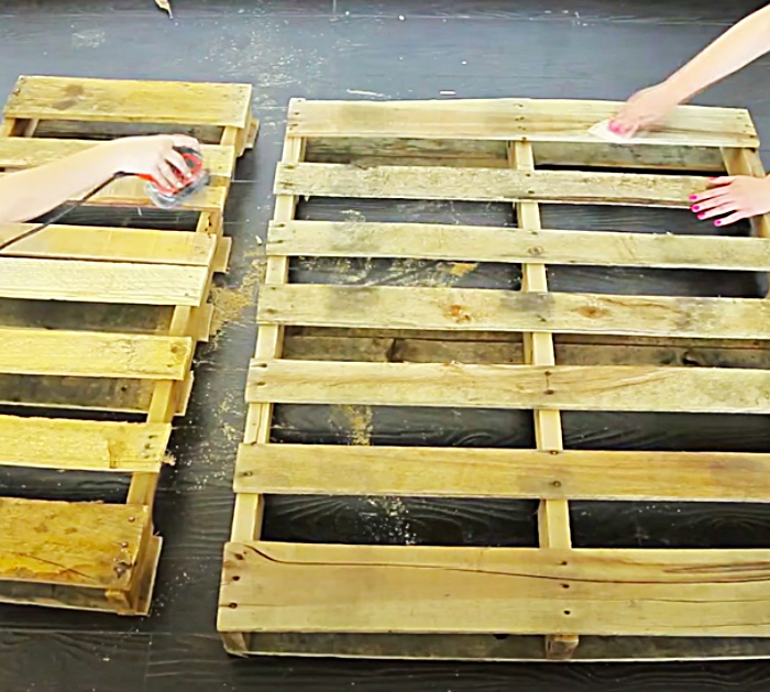 Recycled Pallet DIY - Pallet Ideas - DIY Outdoor Ideas