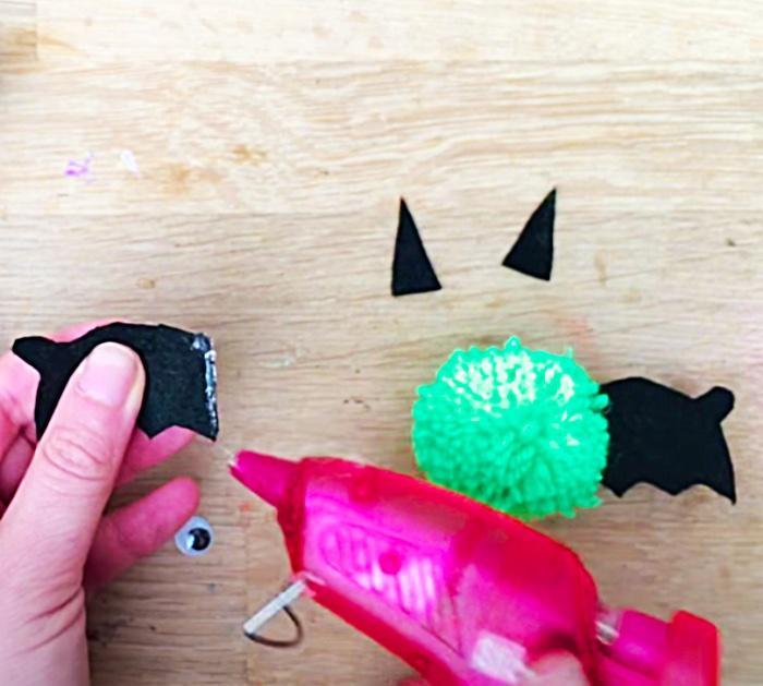 How To Make Pom Pom Bats - Halloween Ideas - Fall Decor Ideas