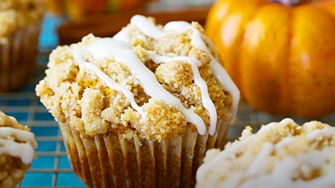 Glazed Streusel-Topped Pumpkin Muffins Recipe | DIY Joy Projects and Crafts Ideas